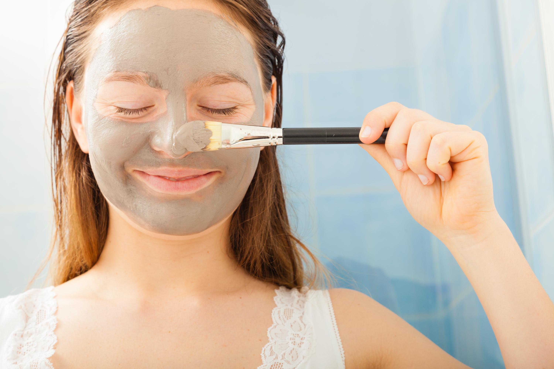 apply-facial-mask-interracial-email-greeting-cards